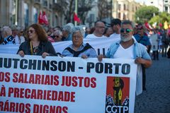 Εορτασμός της ημέρας Μαΐου στο κέντρο του Οπόρτο Γενική συνομοσπονδία των πορτογαλικών εργαζομένων στοκ εικόνες