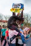 Εορτασμός του ινδικού φεστιβάλ των χρωμάτων και της άνοιξη Holi στο πάρκο του Γκόρκυ Στοκ Φωτογραφίες