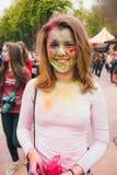 Εορτασμός του ινδικού φεστιβάλ των χρωμάτων και της άνοιξη Holi στο πάρκο του Γκόρκυ Στοκ Φωτογραφία
