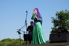 Εορτασμός Sabantui στη Μόσχα Γυναίκα τραγουδιστών στη σκηνή Στοκ Φωτογραφία