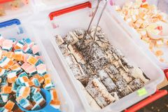 Εορταστικά γλυκά στην αγορά τροφίμων στοκ φωτογραφία