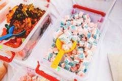 Εορταστικά γλυκά στην αγορά τροφίμων στοκ εικόνες