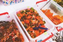 Εορταστικά γλυκά στην αγορά τροφίμων στοκ φωτογραφία με δικαίωμα ελεύθερης χρήσης
