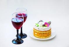 Εορταστικά ποτά και επιδόρπιο για τον εορτασμό Στοκ φωτογραφίες με δικαίωμα ελεύθερης χρήσης