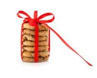 Εορταστικά τυλιγμένα μπισκότα ζύμης σοκολάτας Στοκ εικόνα με δικαίωμα ελεύθερης χρήσης