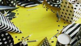 Εορταστικές διακοσμήσεις φιαγμένες από έγγραφο απόθεμα βίντεο