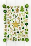 Εορταστική διακόσμηση Χριστουγέννων ανοικτό πράσινο, άσπρο και χρυσό σε ομο στοκ φωτογραφίες με δικαίωμα ελεύθερης χρήσης