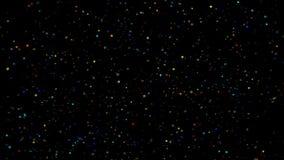 Εορταστική πτώση κομφετί Στρογγυλό κομφετί που απομονώνεται σε ένα μαύρο υπόβαθρο που μειώνεται κάτω από ομαλά και αργά Πολυ που  απόθεμα βίντεο