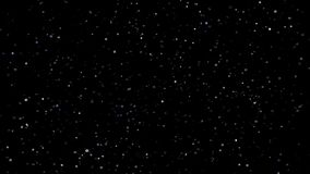 Εορταστική πτώση κομφετί Στρογγυλό κομφετί που απομονώνεται σε ένα μαύρο υπόβαθρο που μειώνεται κάτω από ομαλά και αργά Γκρίζα ve απόθεμα βίντεο