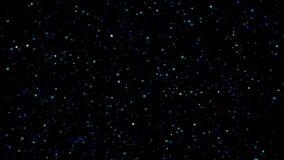 Εορταστική πτώση κομφετί Στρογγυλό κομφετί που απομονώνεται σε ένα μαύρο υπόβαθρο που μειώνεται κάτω από ομαλά και αργά Μπλε vers απόθεμα βίντεο