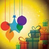 Εορταστικοί εορτασμοί Χριστουγέννων με τα κιβώτια & τα μπιχλιμπίδια δώρων ελεύθερη απεικόνιση δικαιώματος