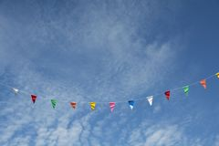 Εορταστικοί σημαία και ουρανός Στοκ Φωτογραφίες
