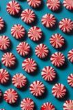 Εορταστικοί Peppermint κάλαμοι καραμελών Στοκ Εικόνες
