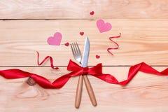 Εορταστικός πίνακας που θέτει για το γάμο, την ημέρα βαλεντίνων, τα γενέθλια ή το Α Στοκ Εικόνες