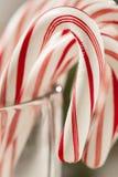 Εορταστικός Peppermint Χριστουγέννων κάλαμος καραμελών Στοκ φωτογραφία με δικαίωμα ελεύθερης χρήσης