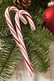 Εορταστικός Peppermint Χριστουγέννων κάλαμος καραμελών Στοκ εικόνα με δικαίωμα ελεύθερης χρήσης