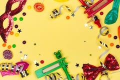 Εορταστικό κόμμα, καρναβάλι ή υπόβαθρο διακοπών Purim στοκ φωτογραφία