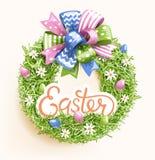 Εορταστικό στεφάνι χλόης Πάσχας με το λουλούδι αυγών τόξων στο μπεζ Στοκ φωτογραφίες με δικαίωμα ελεύθερης χρήσης