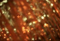 Εορταστικό υπόβαθρο με τα χρυσά και ασημένια αστέρια Στοκ Φωτογραφίες