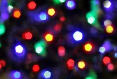 Εορταστικό υπόβαθρο Χριστουγέννων με τα χρωματισμένα φω'τα, που θολώνονται, που χρωματίζεται Στοκ Εικόνες