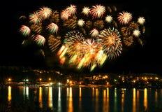 Εορταστικό φωτεινό πυροτέχνημα Στοκ φωτογραφίες με δικαίωμα ελεύθερης χρήσης