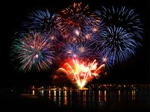Εορταστικό φωτεινό πυροτέχνημα Στοκ φωτογραφία με δικαίωμα ελεύθερης χρήσης