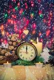 Εορταστικό χρονικό δωδέκατο νέο έτος ρολογιών Χριστουγέννων στοκ εικόνες