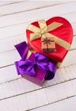 εορταστικό δώρο κιβωτίων Στοκ Εικόνες