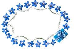 Εορταστικό floral σύντομο χρονογράφημα στο άσπρο υπόβαθρο Στοκ φωτογραφία με δικαίωμα ελεύθερης χρήσης