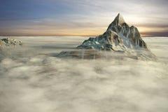 επάνω από τα βουνά σύννεφων Στοκ Εικόνες