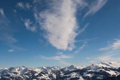επάνω από τα βουνά cloudscape Στοκ φωτογραφία με δικαίωμα ελεύθερης χρήσης