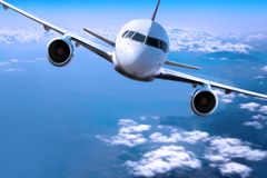 επάνω από τα σύννεφα αεροπλάνων Στοκ φωτογραφία με δικαίωμα ελεύθερης χρήσης