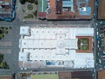 Επάνω από την άποψη σχετικά με την άσπρη στέγη καθεδρικών ναών Στοκ Φωτογραφία