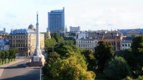 Επάνω από την άποψη του τετραγώνου μνημείων ελευθερίας στην πόλη της Ρήγας Στοκ Εικόνες