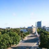 Επάνω από την άποψη του plaza μνημείων ελευθερίας στην πόλη της Ρήγας Στοκ φωτογραφίες με δικαίωμα ελεύθερης χρήσης