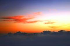 επάνω από την ανατολή γραμμών σύννεφων τροπική Στοκ Φωτογραφία
