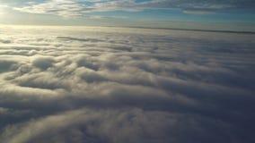 επάνω από την πτήση σύννεφων απόθεμα βίντεο