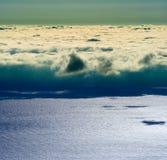 επάνω από τη θάλασσα σύννεφων Στοκ Εικόνες