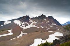 επάνω από τη θύελλα βουνών Στοκ εικόνα με δικαίωμα ελεύθερης χρήσης