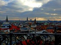 επάνω από τον καφετή οικοδόμησης Κοπεγχάγη Δανία ανώτερο δεξιά πλευρών θεάτρων οπερών σπιτιών μεγάλο αριστερό σύγχρονο νέο στοκ εικόνα με δικαίωμα ελεύθερης χρήσης