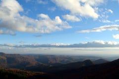 Επάνω από τον κόσμο, φυσική άποψη των Καρπάθιων βουνών στη Ρουμανία από το δρόμο Στοκ Φωτογραφίες