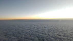 επάνω από τον ουρανό σύννεφω στοκ εικόνες