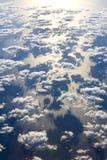 επάνω από τον ωκεανό σύννεφ&omega Στοκ φωτογραφία με δικαίωμα ελεύθερης χρήσης