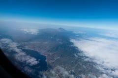 επάνω από το δρόμο tenerife βουνών νησιών σύννεφων Στοκ Εικόνες