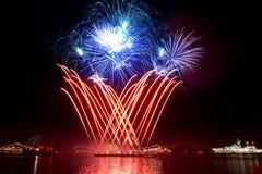 επάνω από το χαιρετισμό πυροτεχνημάτων κόλπων Στοκ Εικόνα