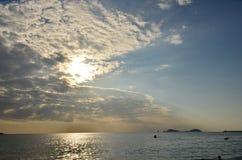 επάνω από το όμορφο ηλιοβασίλεμα θάλασσας Στοκ εικόνες με δικαίωμα ελεύθερης χρήσης