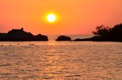 επάνω από το όμορφο ηλιοβασίλεμα θάλασσας Στοκ εικόνα με δικαίωμα ελεύθερης χρήσης