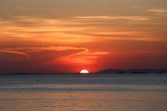 επάνω από το όμορφο ηλιοβασίλεμα θάλασσας Στοκ Εικόνες
