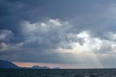 επάνω από thunderstorm θάλασσας σύννεφων την όψη Στοκ Φωτογραφία