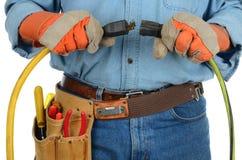 επέκταση σκοινιών που συνδέει τον εργάτη στοκ εικόνα με δικαίωμα ελεύθερης χρήσης